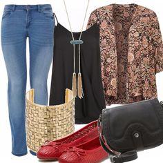Anche chi è Curvy ha diritto di indossare i jeans e stare comoda. Propongo una versione boho nella quale ai jeans chiari si abbinano un top nero fluido che non segna le forme e un kimono stampato che scivola addosso creando un leggero e piacevole contrasto. Gli accessori rispettano lo stile bohemian, mentre le ballerine rosse più cittadine danno un pizzico di romanticismo.
