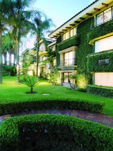 Quinta Real Gdl. - Ubicado en una zona residencial, este hotel de lujo ofrece amplias habitaciones estilo suite a sólo 20 minutos del centro de Guadalajara, con todos sus...