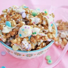 We think of the salty movie snack when we think of popcorn, but drizzle and toss with sweetness and it becomes a candy snack instead! Popcorn balls are popular for. Easter Snacks, Easter Treats, Easter Recipes, Easter Candy, Yummy Treats, Sweet Treats, Yummy Food, Holiday Treats, Holiday Recipes