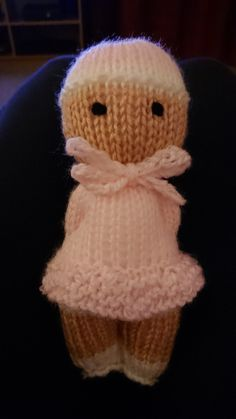 Comfort doll I made for a friends baby 😊- Schnapp Bernadette Knitted Doll Patterns, Knitted Dolls, Baby Knitting Patterns, Finger Knitting, Loom Knitting, Tricot Simple, Worry Dolls, Knitting For Charity, Little Cotton Rabbits
