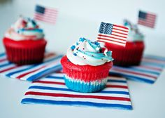 Flag Cupcakes! Fourth of July Desserts Your Little One Can Help You Make. #FantasticFourth