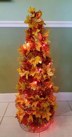 Fall Tree Decorations, Thanksgiving Decorations Outdoor, Thanksgiving Tree, Halloween Decorations, Office Decorations, Tomato Cage Crafts, Tomato Cages, Fall Topiaries, Tinsel Garland