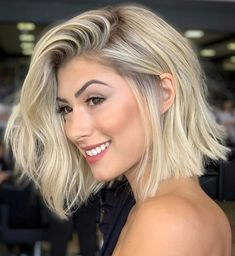 50 Blunt Cuts and Blunt Bobs That Are Dominating in 2020 - Hair Adviser Blonde Blunt Bob, Short Blonde Haircuts, Blunt Bob Hairstyles, Blunt Haircut, Short Blunt Bob, Pixie Haircuts, Layered Haircuts, Medium Hairstyles, Curly Hairstyles