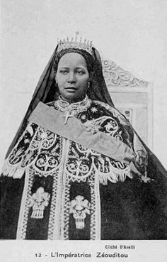 Africa   Zewditu I of Ethiopia / L'Impératrice Zéouditou. ca. 1916 - 1930    Vintage postcard; publisher D'Anelli