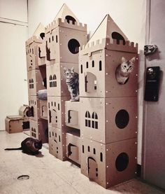Cat Castle - If I were to have cats Cardboard Cat House, Cardboard Castle, Cardboard Boxes, Chien Jack Russel, Cat Castle, Cat House Diy, Diy Cat Tree, Cat Towers, Cat Shelves