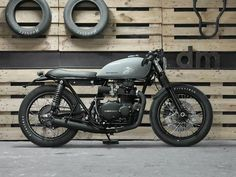 Mean looking Kawasaki KZ400 by the guys at Desiderátum, Barcelona, Spain.