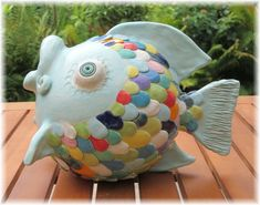 Fantastic Free of Charge fish Sculpture Clay Thoughts There are various forms of clay courts employed for porcelain figurine, all various regarding handling in add Ceramic Decor, Ceramic Pottery, Ceramic Art, Pottery Animals, Ceramic Animals, Clay Fish, Ceramic Glaze Recipes, Fish Sculpture, Garden Sculpture
