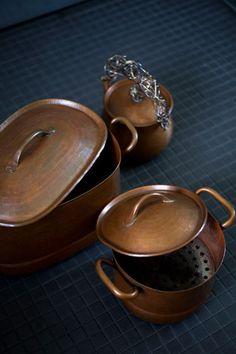 ババグーリ: 銅の蒸し器と小さなケトル
