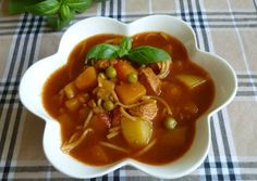 Chow Mein, Thai Red Curry, Lunch, Ethnic Recipes, Food, Eat Lunch, Essen, Meals, Eten