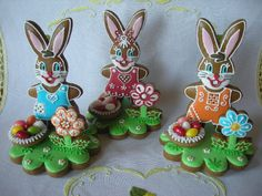 Iced Gingerbread Easter Bunny Cookies with Chocolates Fancy Cookies, Iced Cookies, Cute Cookies, Easter Cookies, Christmas Cookies, Easter Party, Edible Art, Easter Recipes, Meringue
