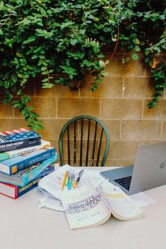 College During Quarantine: Online Schooling Dos And Don'ts Grey Literature, Traditional Literature, Ap Psychology, London School Of Economics, Scientific Method, Books For Teens, Academic Writing, Freshman Year, Problem And Solution