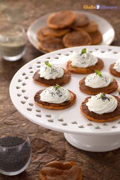 I #pancakes salati al pomodoro e basilico (tomato basil pancakes) sono un'originale versione delle famose crepes americane. #Thanksgivingday #thanksgiving http://speciali.giallozafferano.it/buon-appetito-america