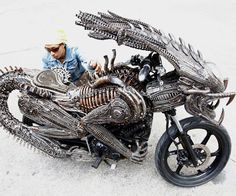 Dude, it would be super-cool to ride around on this bike! The body is all Alien, while the front-end is a Predator hybrid. This here Alien/Predator Bike is awesome. - Photo via Oddity Central Art Alien, Side Car, Alien Vs Predator, Predator Helmet, Bicycle Parts, Cool Motorcycles, Motorcycle Style, Monster Motorcycle, Monster Bike