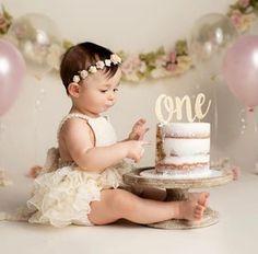 First Birthday Theme Girl, 1st Birthday Cake Smash, 1st Birthday Girl Party Ideas, Baby Girl Birthday Theme, 1st Birthday Tutu, Baby Cake Smash, Cake Smash Outfit Girl, Birthday Girl Pictures, 1st Birthday Photoshoot