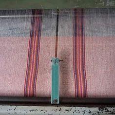 """La vida de Saúl Acontzi Galicia ha estado ligada al oficio textil, """"es como una herencia, lo traemos desde niños"""". Recuerda cómo su papá trabajaba el telar de pedal para crear tarascos y golondrinas.  La persona que hace lo que tengo es importante: la historia de Saúl Acontzi completa en nuestro blog"""