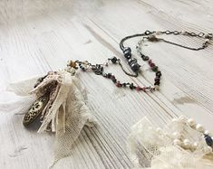antique lace tassel. Bohemian necklace with precious stones and lace. ebbijoux collana bohemian con ciondolo in pizzo antico e pietre preziose