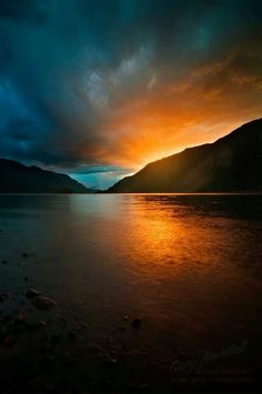 Columbia River sunset in the gorge.
