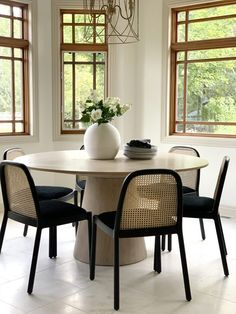 Oh-So-Chic Dining Room Table Centerpieces That Are Probably Hiding Around Your House Dining Room Furniture, Home Furniture, Dining Chairs, Dining Table, Luxury Furniture, Dining Room Table Centerpieces, Room Decor, Interior Design, Modern Interior