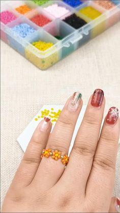 Diy Beaded Rings, Diy Jewelry Rings, Handmade Wire Jewelry, Beaded Jewelry Designs, Diy Crafts Jewelry, Seed Bead Jewelry, Bead Jewellery, Diy Friendship Bracelets Patterns, Diy Bracelets Easy