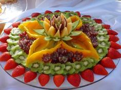 Arte com fruta no Youtube Food Crafts, Diy Food, Fruit And Veg, Fruits And Veggies, Fruit Buffet, Recipes Using Fruit, Fancy Salads, Food Carving, Watermelon Fruit
