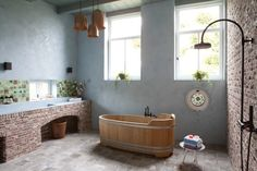 Baño En un guiño más al pasado granja de la casa, las baldosas del suelo del baño se encontró originalmente en el ...