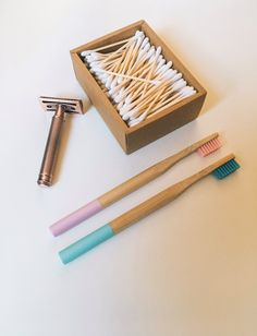 Quiero compartir lo último que he añadido a mi tienda de #etsy: Zero waste Bathroom Kit, Bamboo Toothbrush, Safety Razor, Bamboo Cotton Buds, Zero Waste Kit, Plastic Free, Ecofriendly Gift #bambootoothbrush #woodencottonbuds #safetyrazor #christmaspresent #vegangift #plasticfree #zerowastekit #bathroomset Organic Makeup Brands, Beauty Kit, Safety Razor, Green Life, Sustainable Living, Zero Waste, Biodegradable Products, Eco Friendly, Etsy
