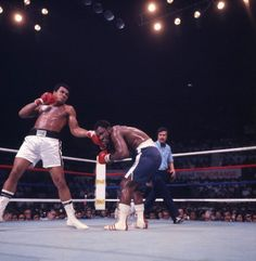 American boxer Muhammad Ali throws a punch at Joe Frazier during their bout in the ring at Araneta Coliseum Quezon City Philippines October 1 Muhammad Ali Fights, Muhammad Ali Boxing, Heavyweight Boxing, World Heavyweight Championship, Mohamed Ali, Thrilla In Manila, Smokin Joes, New York People, Boxing History