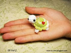 Cute Flowery Turtle Charm Amigurumi Turtles Made to by SuAmiCrochet Delicate Miniature Animals from Su Ami How can you crochet such fascinating miniature animals ( monkey, bear, panda, ladybug etc)? Su Ami sells all these beautiful creations on Etsy. Crochet Diy, Crochet Amigurumi, Crochet Crafts, Crochet Projects, Amigurumi Toys, Tiny Turtle, Turtle Love, Crochet Mignon, Crochet Turtle