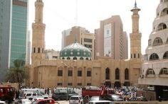 KUWAIT- L'Isis attacca una moschea, 25 morti Dopo la Francia e la Tunisia, anche il Kuwait entra nel mirino del gruppo terroristico dell'ISIS. Sono già 25 i morti accertati e più di 200 i fedeli feriti, tutti credenti che erano in preghiera nel #isis #attentatoterroristico #kuwait