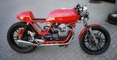 Pretty V50 cafe racer. Don't normally like  small block Guzzis, but I like this
