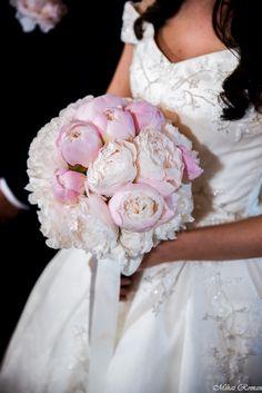 Irina a avut la nunta un buchet din bujori. #bridebouquet #wedding Girls Dresses, Flower Girl Dresses, Candy, Weddings, Bar, Wedding Dresses, Flowers, Fashion, Dresses Of Girls