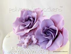 Polvere di Zucchero: cake design e sugar art. Corsi decorazione torte,biscotti,cupcakes e fiori: Torta a due piani shabby chic con rose e ortensie lilla per una 70enne