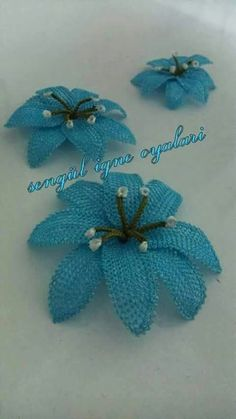 This Pin was discovered by GÖN Needle Lace, Needle And Thread, Diy Flowers, Crochet Flowers, Lace Art, Point Lace, Beautiful Crochet, String Art, Fabric Art