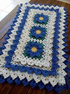 a te Crochet Doily Rug, Crochet Motif Patterns, Crochet Table Runner, Crochet Squares, Filet Crochet, Crochet Flowers, Crochet Stitches, Knit Crochet, Crochet Flower Tutorial
