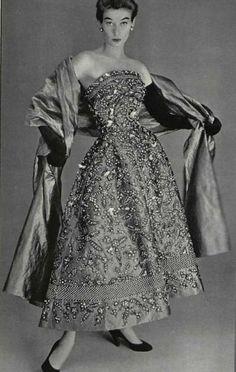 New History Fashion Design Christian Dior Ideas Vintage Glamour, Vintage Dior, Moda Vintage, Vintage Gowns, Vintage Couture, Vintage Mode, Vintage Hats, Vintage Clothing, Christian Dior Vintage