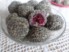 Meggyes-mákos zabgolyó Raw Desserts, Sweet Desserts, Sweet Recipes, Delicious Desserts, Yummy Food, Healthy Cake, Healthy Cookies, Diet Cake, Cookie Recipes