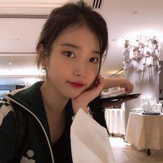Image about kpop in IU 🌹 by Bbibbi ♡ on We Heart It Kpop Girl Groups, Kpop Girls, Shinee, Korean Girl, Asian Girl, Korean Idols, Iu Twitter, Snsd Yuri, Iu Fashion