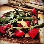 Gourmet #raw #pizza by #nudoecrudogourmet  www.nudocrudo.net www.facebook.com/NudoeCrudoRawFoodItalyUk