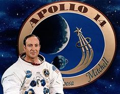 Former NASA astronaut Edgar Mitchell has died, 45 years to the day since he became the sixth man ever to set foot on the moon. Mitchell piloted the lunar module during the 1971 Apollo 14 mission. Les Aliens, Aliens And Ufos, Ancient Aliens, Mars Mission, Us Air Force, West Palm Beach, Edgar Mitchell, Alien Facts, Strange Facts