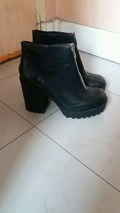 Bottine Noire avec motif croco à l'arrière Booty, Ankle, Shoes, Fashion, Black Ankle Boots, Pattern, Womens Fashion, Moda, Swag