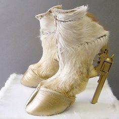 Horseshoes (Latest blog see the link in my bio!) #shoelovin #schoenen #demensenzijnschoen #peopleandtheirshoes #happyfeet #schoen #schuhe #shoegasm #schuhemachenglücklich #highheels #feet #shoesoftheday #shoeaddict  #specialshoes #whatsonmyfeet #iloveshoes #shoelovers #shoeshine #shoeporn #shoestyle #instashoes #shoeselfie #people #horses #paardenmarkt #pferd #pferde #horseshoes #hooves #hooves #goldengun