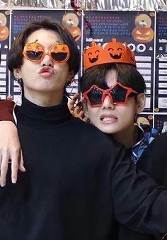 Foto Bts, Foto Jungkook, Bts Bangtan Boy, Taekook, Bts Taehyung, Photo Kawaii, Kpop, Bts Halloween, Happy Halloween