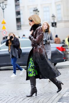 queen of extraordinary coats. #AnnaWintour busting another one out in Paris.