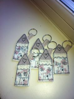 Little cottage keyrings made using free motion embroidery Freehand Machine Embroidery, Free Motion Embroidery, Machine Embroidery Applique, Free Machine Embroidery Designs, Free Motion Quilting, Hand Embroidery, Sewing Appliques, Free Sewing, Hobbies And Crafts