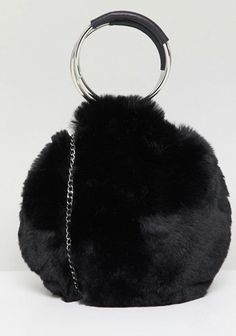 Buy New Look Round Fur Bag at ASOS. With free delivery and return options (Ts&Cs apply), online shopping has never been so easy. Get the latest trends with ASOS now. Handbags On Sale, Purses And Handbags, Fur Accessories, Fur Bag, Cheap Purses, Monochrome Fashion, Kate Spade Wallet, Leather Handle, Evening Bags