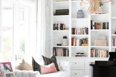 6 Tips to Styling a Bookshelf