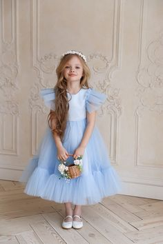Girls Blue Dress, White Flower Girl Dresses, Little Girl Dresses, Girls Dresses, White Dress, Blue Dresses For Kids, Dress Girl, Wedding Dresses For Kids, Ideias Diy