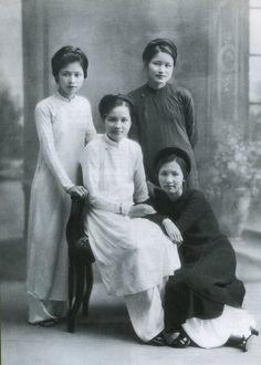 Le Ao dai au début du 20 è siècle                                                                                                                                                     Plus