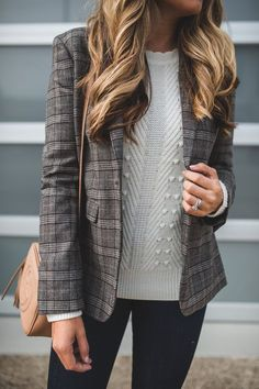 Plaid Blazer and Cream Sweater Outfit Blazer Outfits Fall, Fall Blazer, Look Blazer, Plaid Blazer, Sweater Outfits, Cream Blazer Outfit, Plaid Jacket, Work Outfits, Outfit Semi Formal