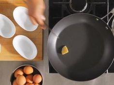 Step Sunny-Side Up : For sunny-side-up eggs, start with a hot nonstick skillet on medium heat. Swirl in a little butter. Tip: Olive oil or bacon drippings will work great, too. Quick Recipes, Light Recipes, Healthy Recipes, Egg Recipes, Recipies, Cooking Poached Eggs, Perfect Fried Egg, Mexican Breakfast Recipes, Slimming Recipes